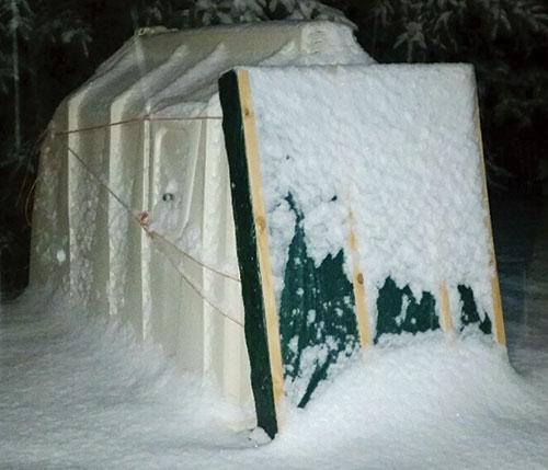 & Keep calves cozy with this hutch door Pezcame.Com